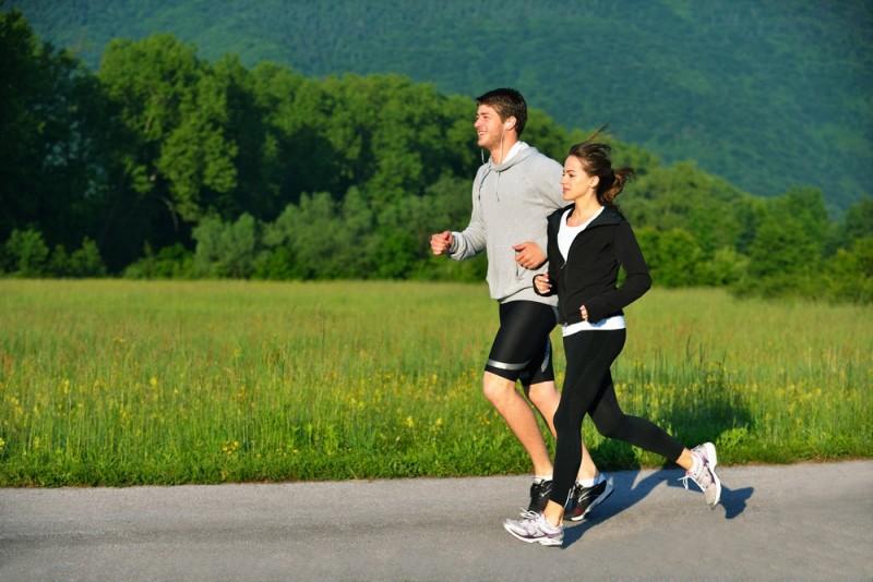 Chạy bộ với bạn máy tập kết hợp tập gym giảm cân giúp cơ thể săn chắc sexy quyến rũ hơn