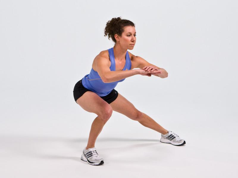 Bài tập gym Lateral lunge giúp giảm cân và làm săn chắc vòng 3